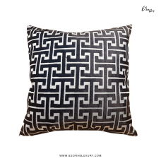 Maze Silver (L) Throw Pillow